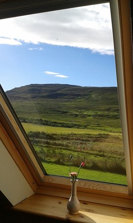 Glenhinnisdal, UK: The windows from Kinkell apartment looked like beautiful paintings :-)