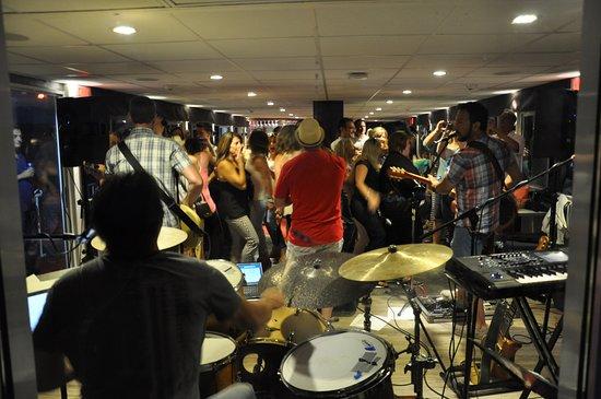 Queenston, แคนาดา: Live band