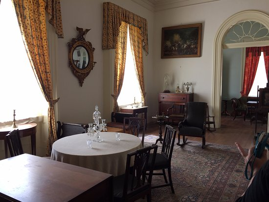 Arlington House - The Robert E. Lee Memorial: The decor of this room was excellent