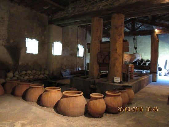 Mas des Tourelles : le pressoir Gallo-Romain reconstitué selon plan