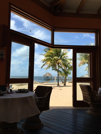 Jaguar Reef Lodge & Spa: open air dining right on the beach