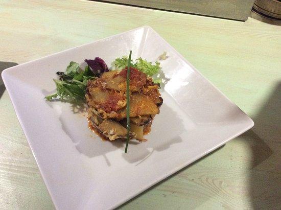 Binibeca, Испания: Timbal de patata, huevo, cebolla y sobrasada de Menorca