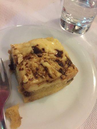 Manolis Taverna Restaurant: Dolce offerto dalla casa