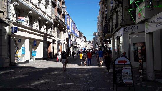 rue de Bethune : avec des galeries marchandes