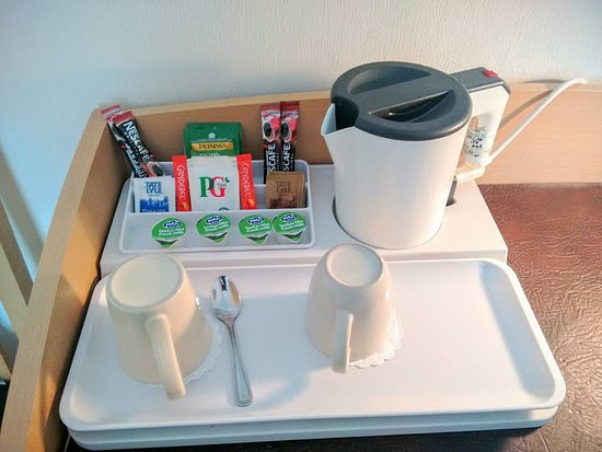 Pembrey, UK: In-room Coffee and Tea facilities.