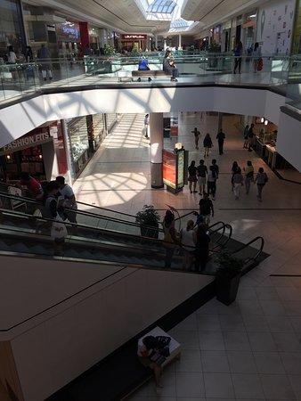มาร์กแฮม, แคนาดา: Markville Shopping Centre
