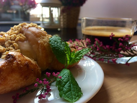 Gniezno, Polonia: If you want something - tradidional croissant from Poznań