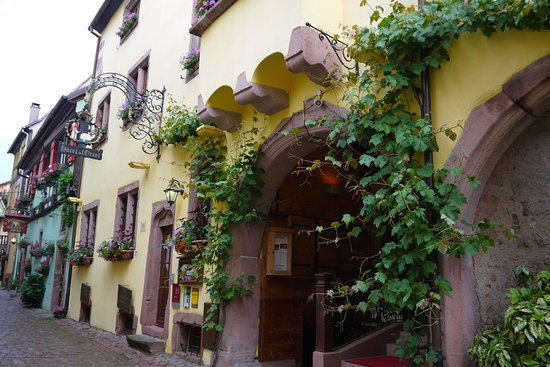 Hotel l'Oriel: entrance to the hotel