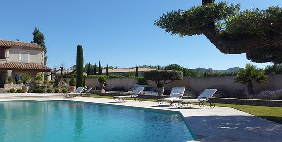 Maussane-les-Alpilles, France: Lots of loungers for napping, after one of those long, lazy Provencal lunches.