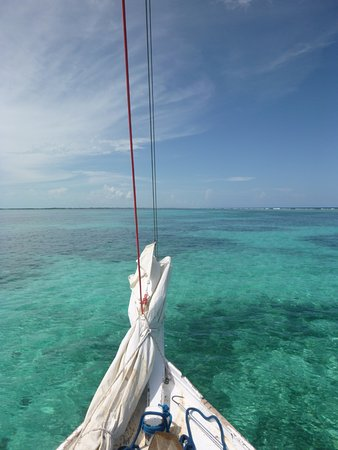 Caye Caulker, Belize: A pic from the front of the sail boat