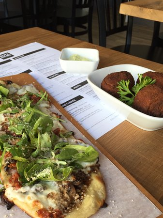Rockville, MD: Wild mushroom flatbread and chicken croquettes with avocado aioli