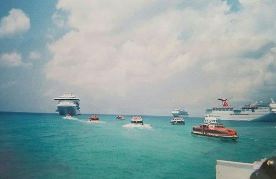 George Town, Grand Cayman: 20160826_154524_large.jpg