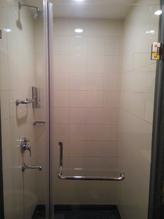 Shower Compartment Picture Of Lemon Tree Hotel Gachibowli - Bathroom compartment