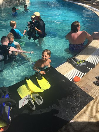 Tasia Maris Gardens Apartments: Scuba diving in the pool