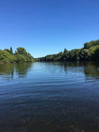 Dordogne river St Cyprien to Limeuil