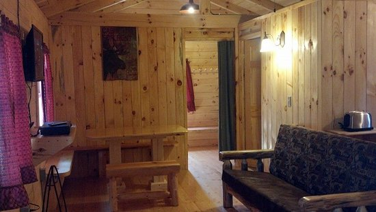 Eby's Pines Campground: Comfy Cottage