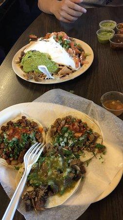 Pleasanton, Califórnia: Steak nachos Tacos: steak, lengua, carnitas