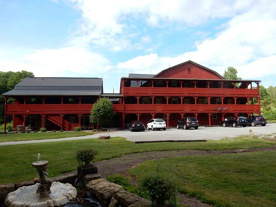 Millersburg, OH: Back parking and the Barn