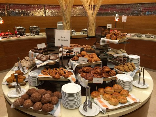 Lovely Condimento Restaurant: Pastry Table