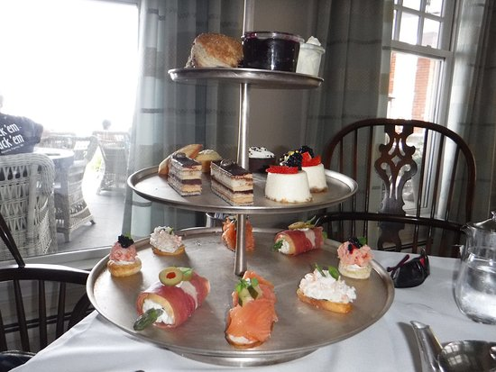 Chatham Bars Inn Resort - Dining: Afternoon tea in the South Lounge