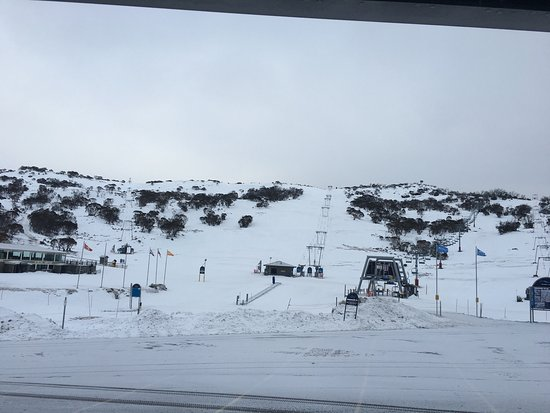 Perisher Valley, Australie : The resort is on the left.