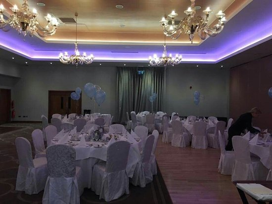 Loughrea, Irland: Setup of room for Christening. Highly recommend.