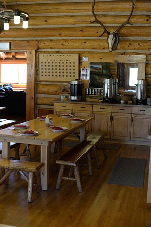 Gallatin Gateway, MT : Dining room.