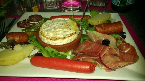 Maussane-les-Alpilles, France : assiette fromagère