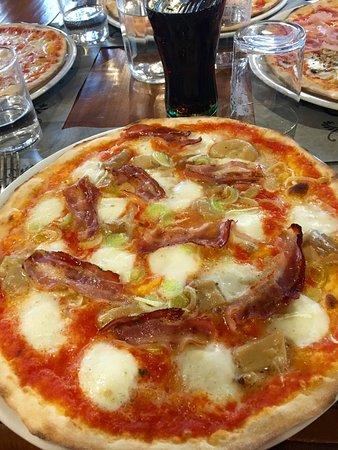 Gambassi Terme, Italia: Ganz hervorragende Pizza und sehr freundlicher Service. Das Preis - Leistungsverhältnis passt !