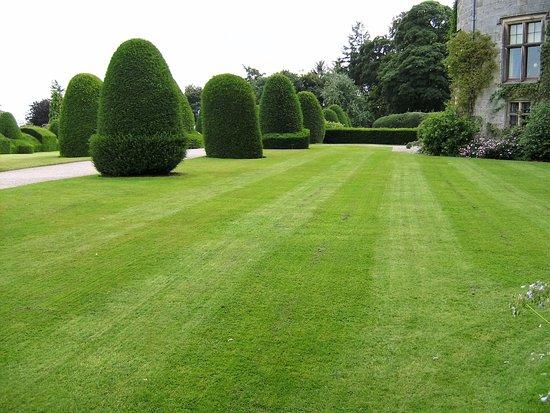 Chirk, UK: Formal gardens