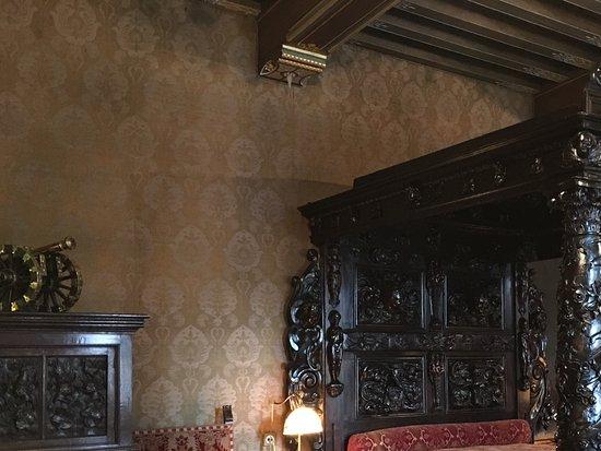 https://media-cdn.tripadvisor.com/media/photo-s/0c/b6/81/6a/interieur-in-het-kasteel.jpg