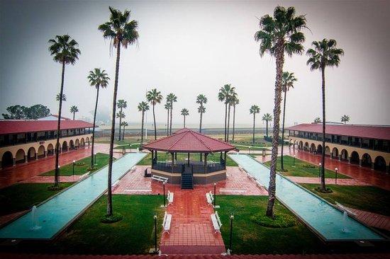 Santa Nella, CA: Hotel Grounds