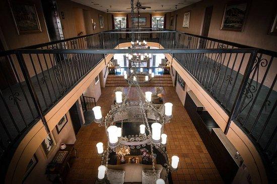 Santa Nella, CA: Hotel Lobby
