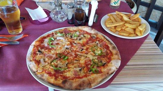 La Strega : Pizza and chips - great value