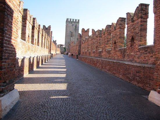 Museo di Castelvecchio: Il romantico e bellissimo Ponte Scaligero