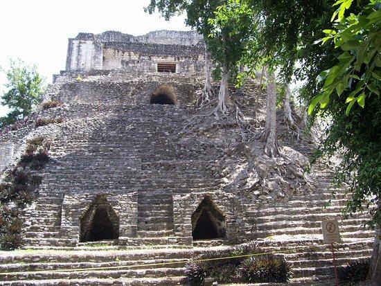 Messico del sud, Messico: Dzibanche front view of Pyramid