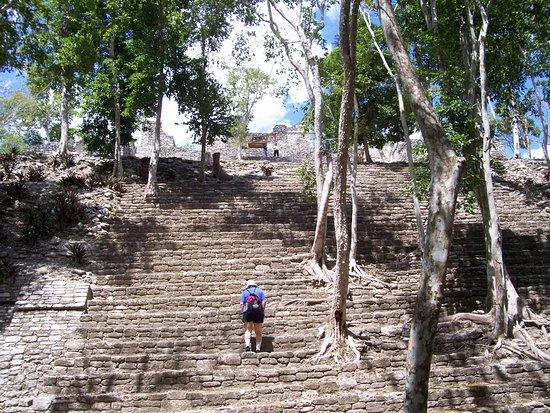 Messico del sud, Messico: Climbing Kinichna Pyramid
