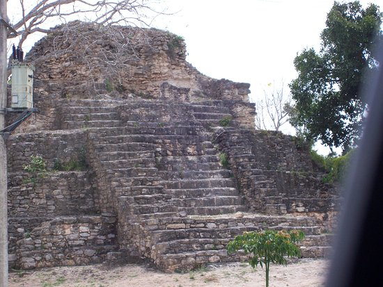 Messico del sud, Messico: Limones Pyramid view from road
