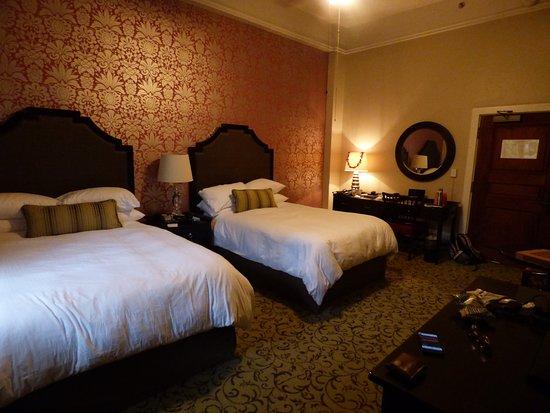 The Royal Hawaiian, a Luxury Collection Resort: Dark room