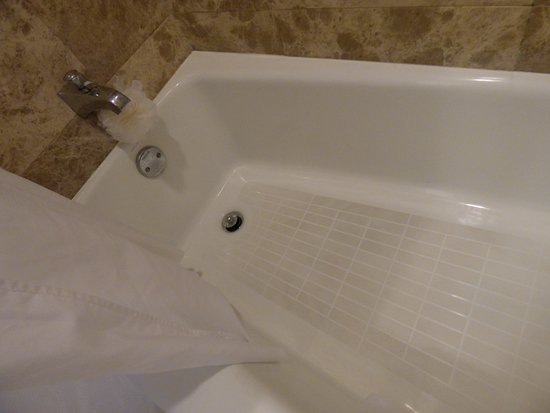 The Royal Hawaiian, a Luxury Collection Resort: Stained Tub
