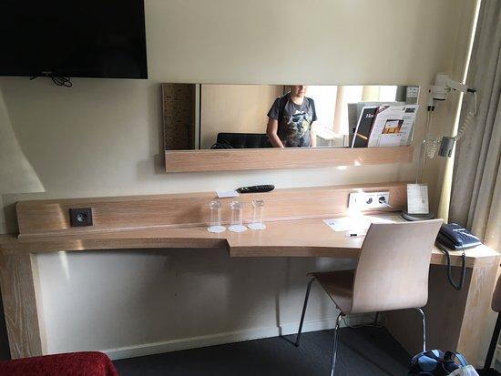 Spar Hotel Majorna: Desk/Dressing Table