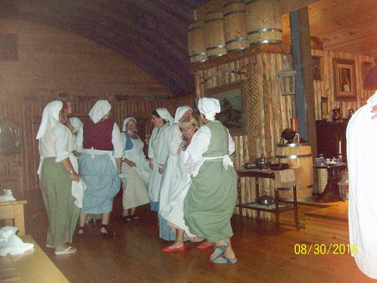 Beggar's Banquet: Guests dancing to wear off the great supper !!!