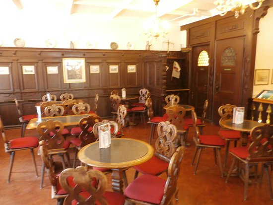 Cafe Confiserie Schiesser : The dark wood room