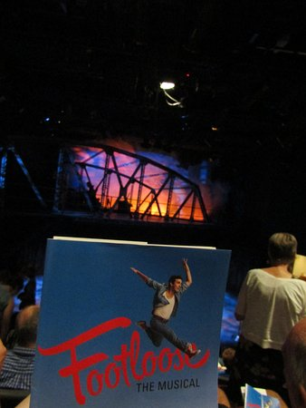 Chemainus, Canada: Fantastic Footloose Show with Talented Actor/Actresses. Enjoyed this production SO MUCH.