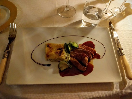 Roullens, Francia: Main course