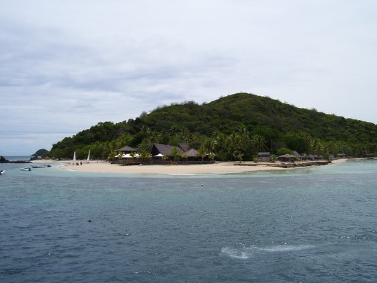 Denarau Island, Fiyi: Another view of the Castaway.