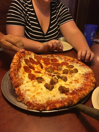 Ames, IA: Jeff's Pizza Shoppe