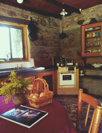 River Cottage Kitchen - Picture of Goulburn River Stone Cottages