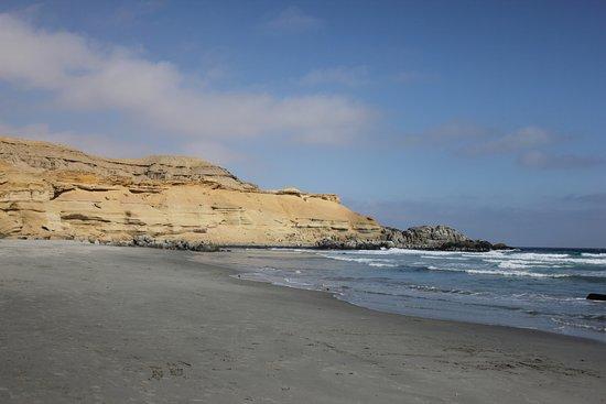 Bahia Inglesa, Χιλή: acantilado que rodea la playa