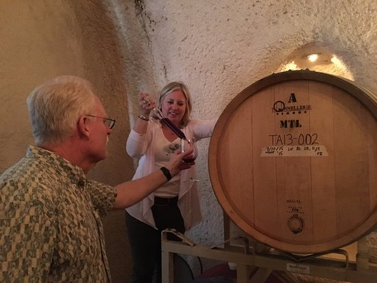 ‪هيلدسبيرغ, كاليفورنيا: Barrel Tasting at Bella Vineyards‬